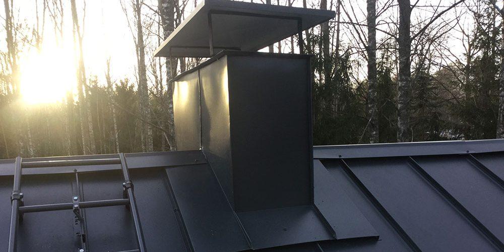 Piipunhattu katolle asennettuna