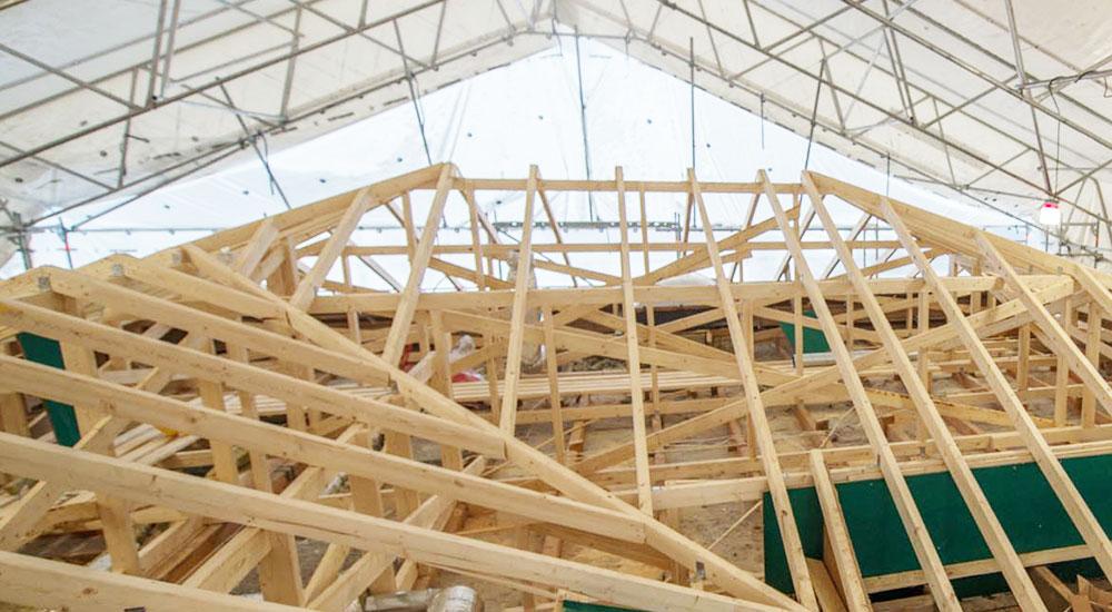 Kattoristikoiden eli kattotuolien asennus